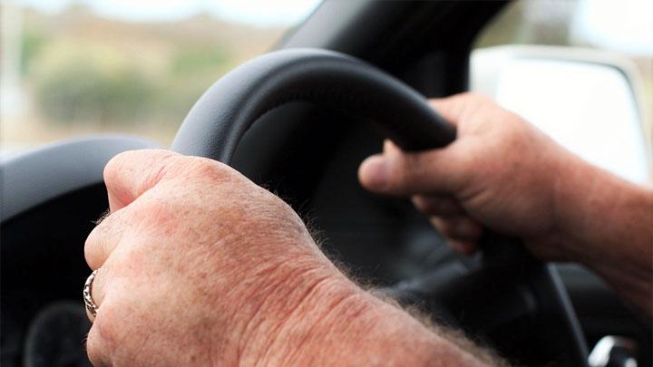 el volante tiembla